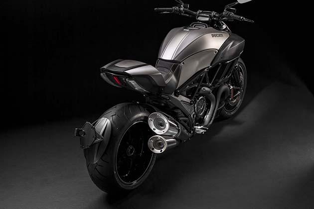 2015-Limited-Edition-Ducati-Diavel-Titanium-5