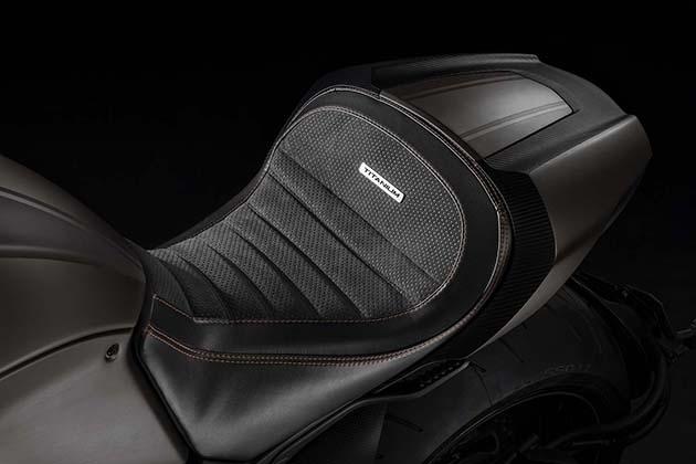 2015-Limited-Edition-Ducati-Diavel-Titanium-6