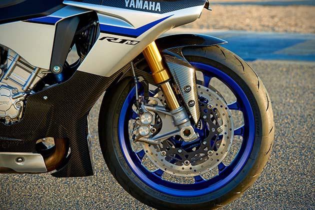 2015-Yamaha-YZF-R1M-5