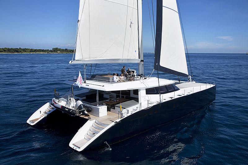 catamarans,5,sunreef-80-carbon-line-exterior-02
