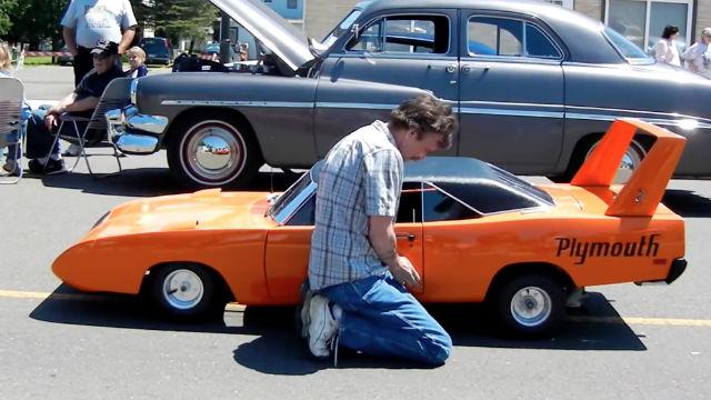 Plymouth-Superbird-2