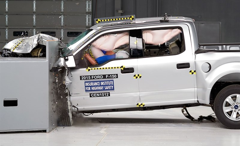 Ford-F-150-IIHS-small-overlap-front-SuperCrew-e1438276814839