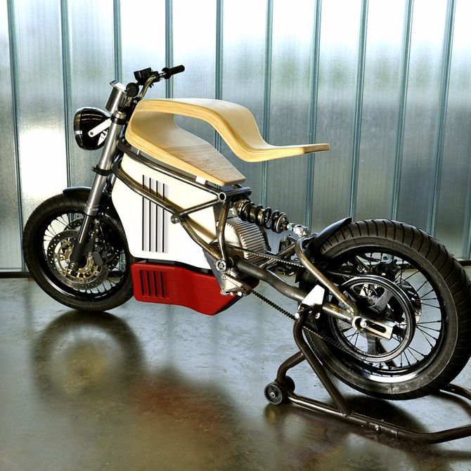 e-raw-electric-motorcycle-wood-seat-2