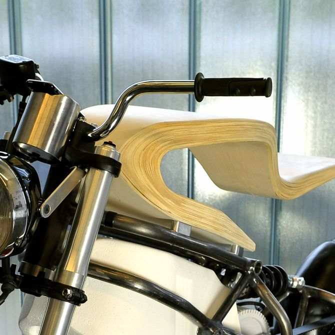 e-raw-electric-motorcycle-wood-seat-7