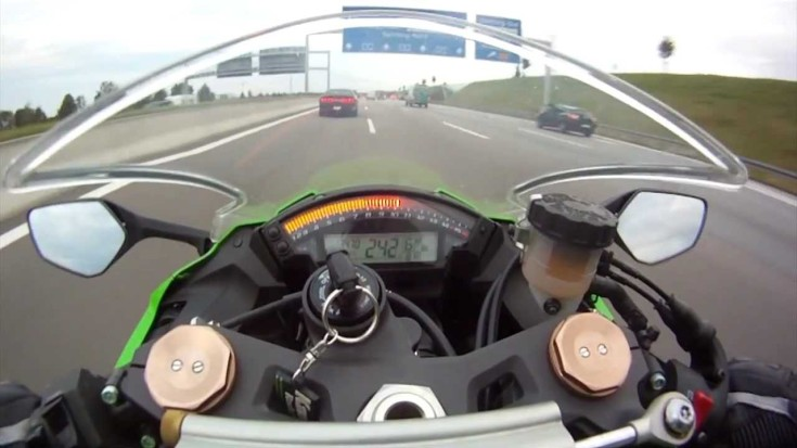 dodge-challenger-chased-by-zx-10r