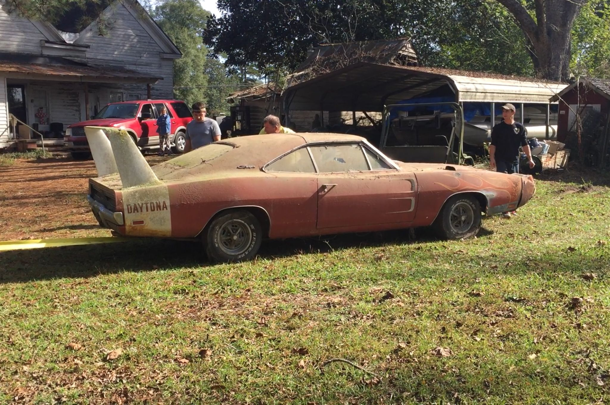 barn-find-1969-dodge-charger-daytona-to-be-auctioned-for-the-highest-bidder_4
