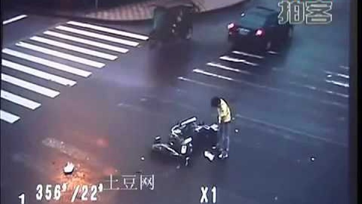 Kung Fu biker wins in a traffic accident in China