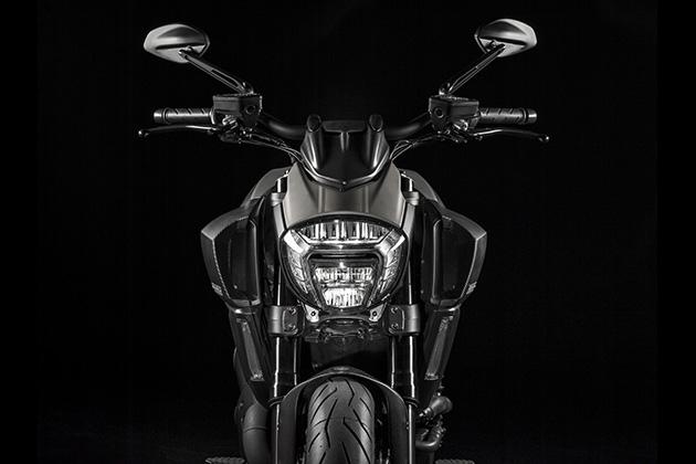 2015-Limited-Edition-Ducati-Diavel-Titanium-3
