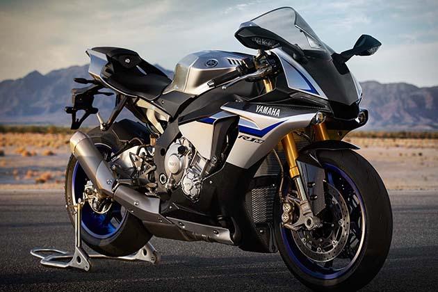 2015-Yamaha-YZF-R1M-3