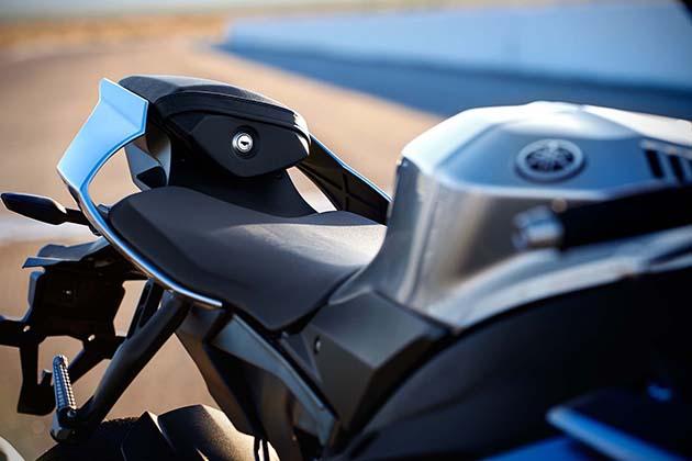 2015-Yamaha-YZF-R1M-7