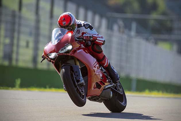 2015-Ducati-1299-Panigale-Superbike-6