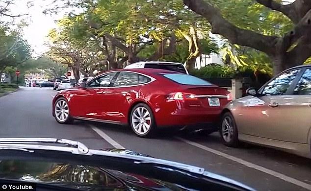 Tesla A Self-Parking Fail